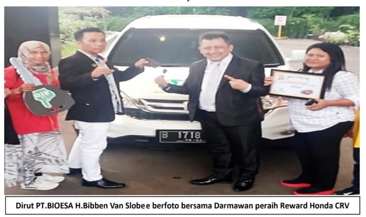 Bpk Darmawan menerima reward Mobil dari Dirut PT. BIOESA